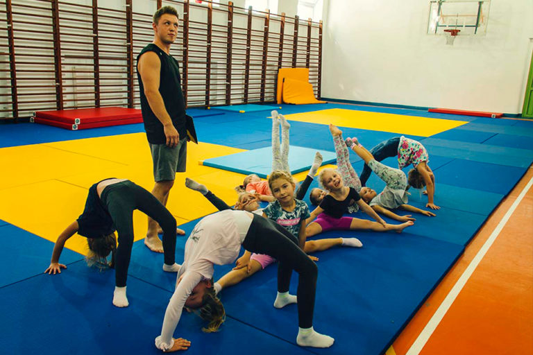akrobatyka dla dzieci wszkole podstawowej nr5 wmarkach