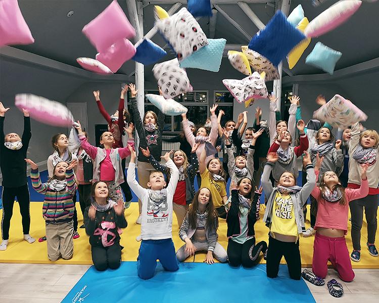 zimowiska dla dzieci, zajecia plastyczne nazimowym obozie tanecznym