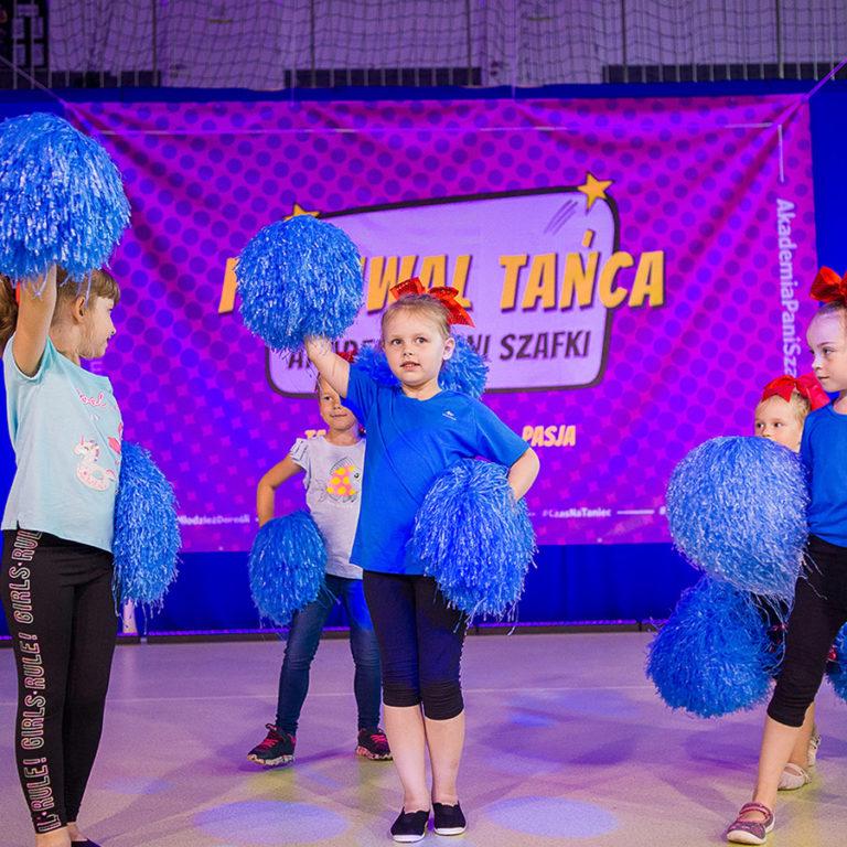 zajecia taneczno akrobatyczne cheerleaderki wAkademia Pani Szafki wMarkach