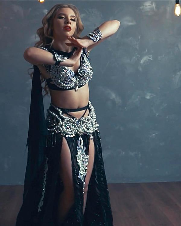Valeria Zaremba - instruktorka tanca brzucha wszkole tanca Akademia Pani Szafki wMarkach